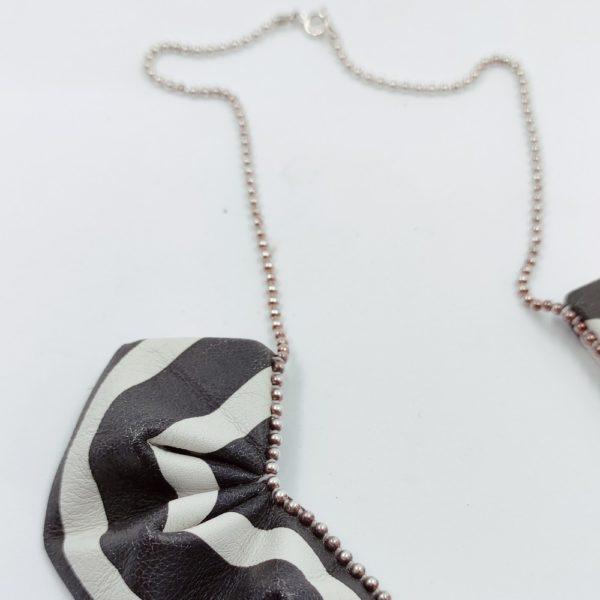origami collier Black & White (2)