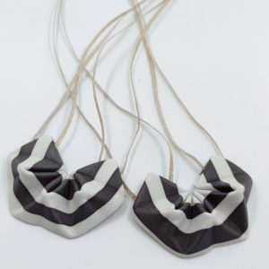 Pendentif cuir Black & White